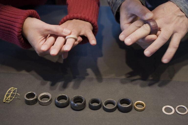 Galerie  im Kelterhaus, Rosemarie Jäger, Hochheim.Bettina Dittlmann & Michael Jank. UNSERE SICHT DER RINGE – THE WAY RINGS GO. 19. Oktober–9. November 2008