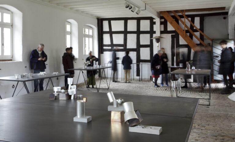 Galerie  im Kelterhaus, Rosemarie Jäger, Hochheim. 11. 03. – 25. 03. 2012 Anne Fischer   Juliane Schölß   Ja-kyung Shin - GERÄT   SCHMUCK
