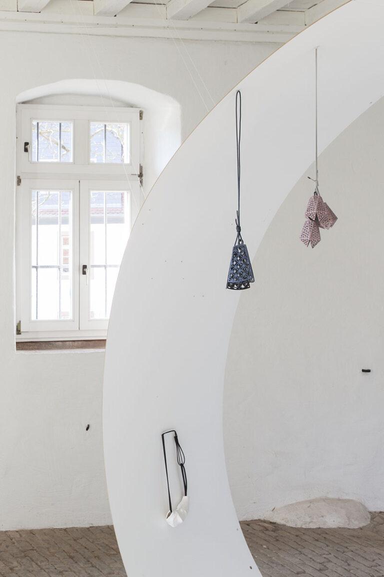 Galerie Rosemarie Jäger, Hochheim, 07.04. – 28.04.2013 Helter Skelter - ALEXANDER BLANK | ATTAI CHEN | CARINA CHITSAZ-SHOSTARY | MELANIE ISVERDING | MIA MALJOJOKI - Schmuck