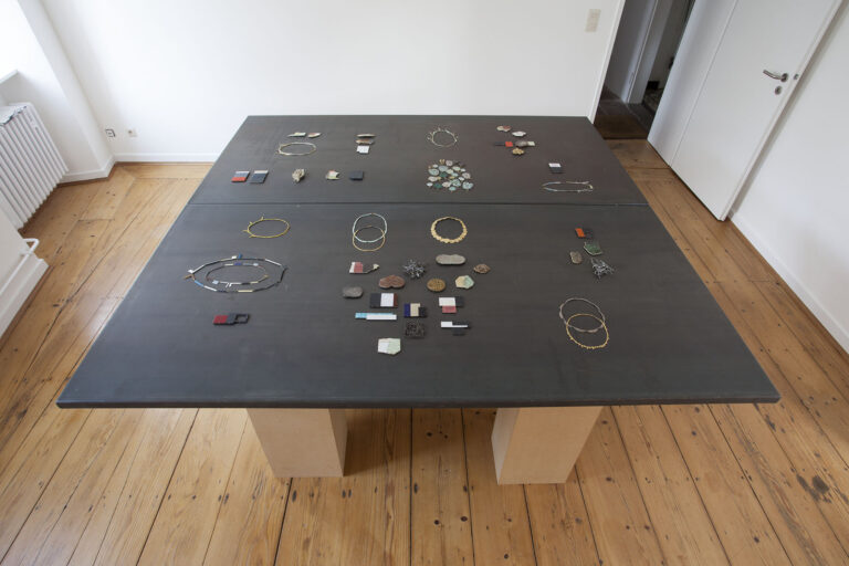 Galerie Rosemarie Jäger, Hochheim, 07. 09. – 28. 09. 2014 IKE JÜNGER - Schmuck OTTO BAIER - Geschmiedete Objekte