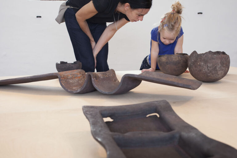 Galerie Rosemarie Jäger, Hochheim,07. 09. – 28. 09. 2014IKE JÜNGER - SchmuckOTTO BAIER - Geschmiedete Objekte