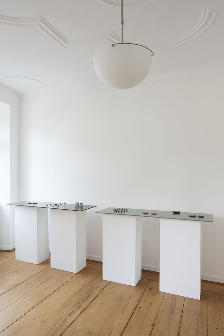 Galerie Rosemarie Jäger, Hochheim, 22. 06. – 13. 07. 2014 Oltre la materia - Jenseits der Materie ANNAMARIA ZANELLA · RENZO PASQUALE Paare im Schmuck